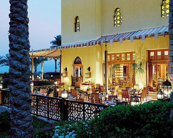 египет хургада белый отель в восточном стиле фото вид с моря